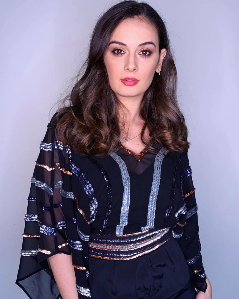 39+ Charming Photos of Evelyn Sharma 3