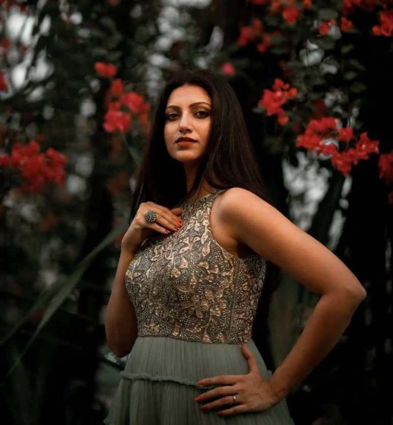 24+ Stunning Photos of Hamsa Nandini 9