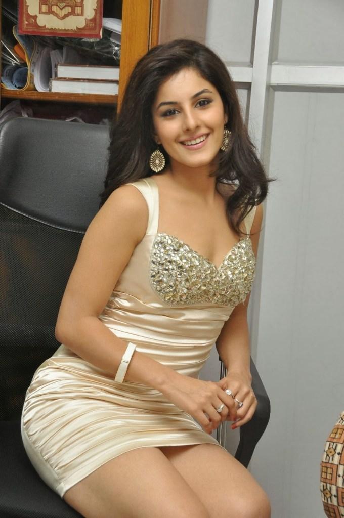 42+ Glamorous Photos of Isha Talwar 110