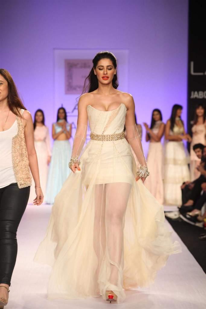51+ Glamorous Photos of Nargis Fakhri 36