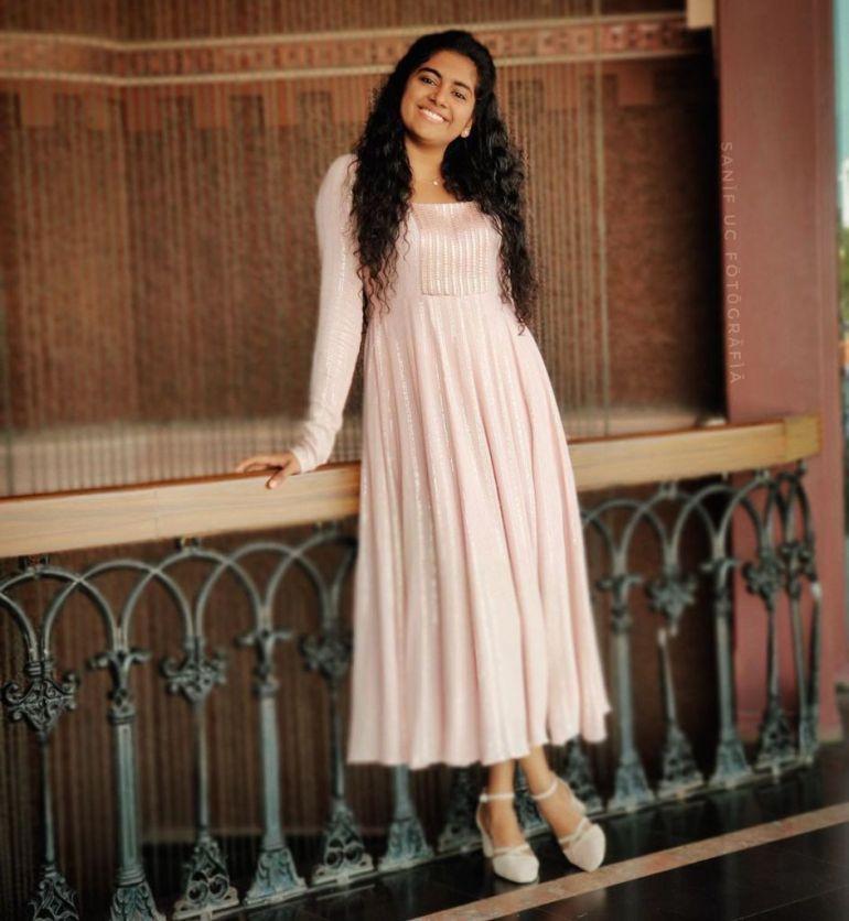 39+ Gorgeous Photos of Nimisha Sajayan 107