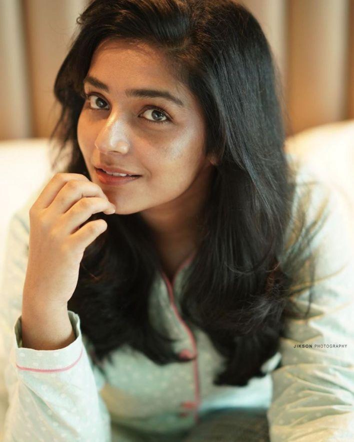 71+ Beautiful Photos of Rajisha Vijayan 7