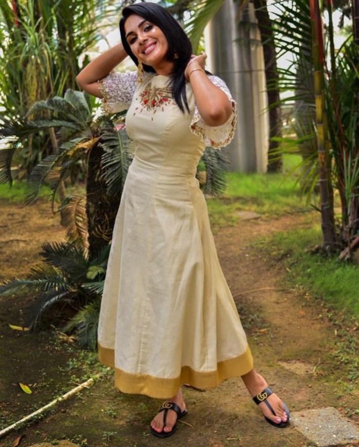 Samyuktha Menon Wiki, Age, Boyfriend, Movies, Family, Biography & Gorgeous Photos 31