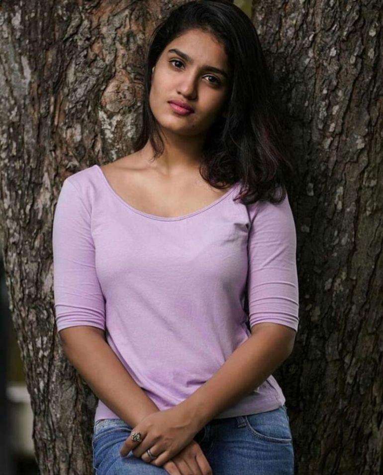 Saniya Iyappan Wiki, Age, Boyfriend, Movies, Family, Biography & beautiful Photos 2