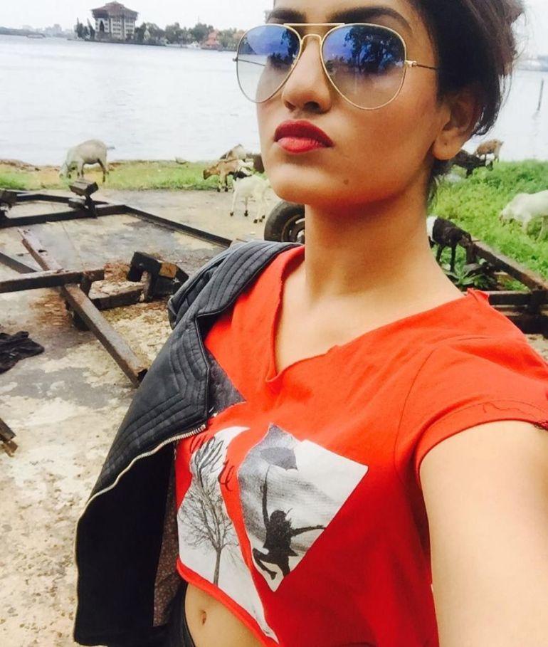Saniya Iyappan Wiki, Age, Boyfriend, Movies, Family, Biography & beautiful Photos 22