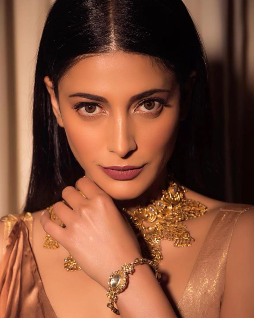 56+ Lovely Photos of Shruti Hassan 10