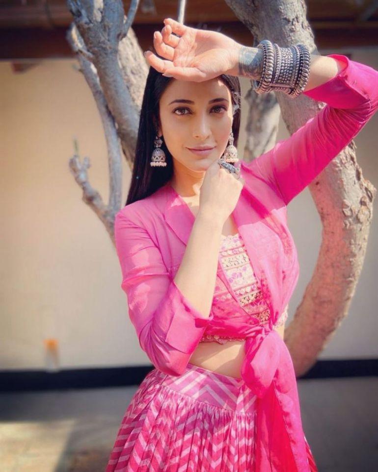 56+ Lovely Photos of Shruti Hassan 102