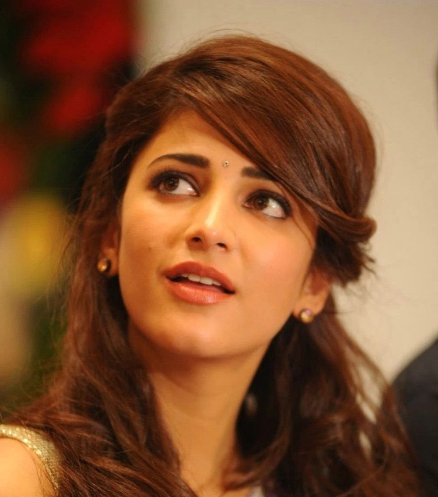 56+ Lovely Photos of Shruti Hassan 31