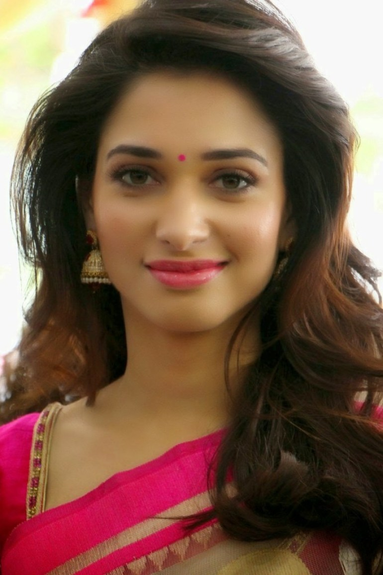 Tamanna Bhatia Wiki, Age, Biography, Movies, and Glamorous Photos 21