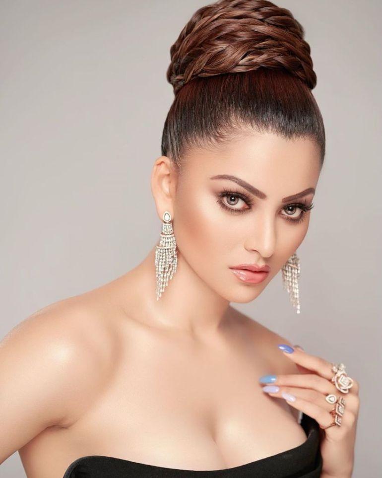 51+ Gorgeous Photos of Urvashi Rautela 16