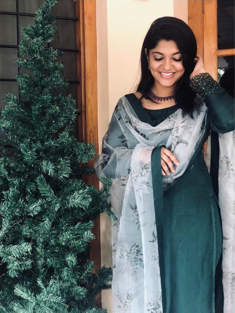 53+ Gorgeous Photos of Aparna Balamurali 11