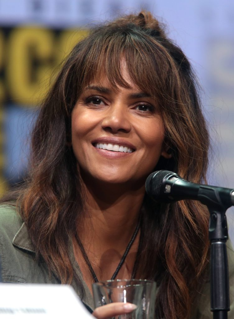 59+ Charming Photos of Halle Berry 30