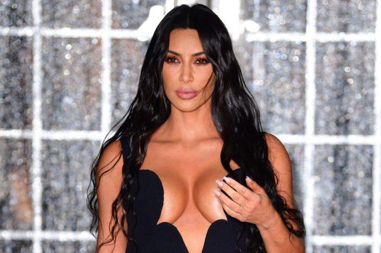 45+ Glamorous Photos of Kim Kardashian 92