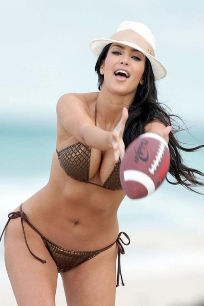 45+ Glamorous Photos of Kim Kardashian 22