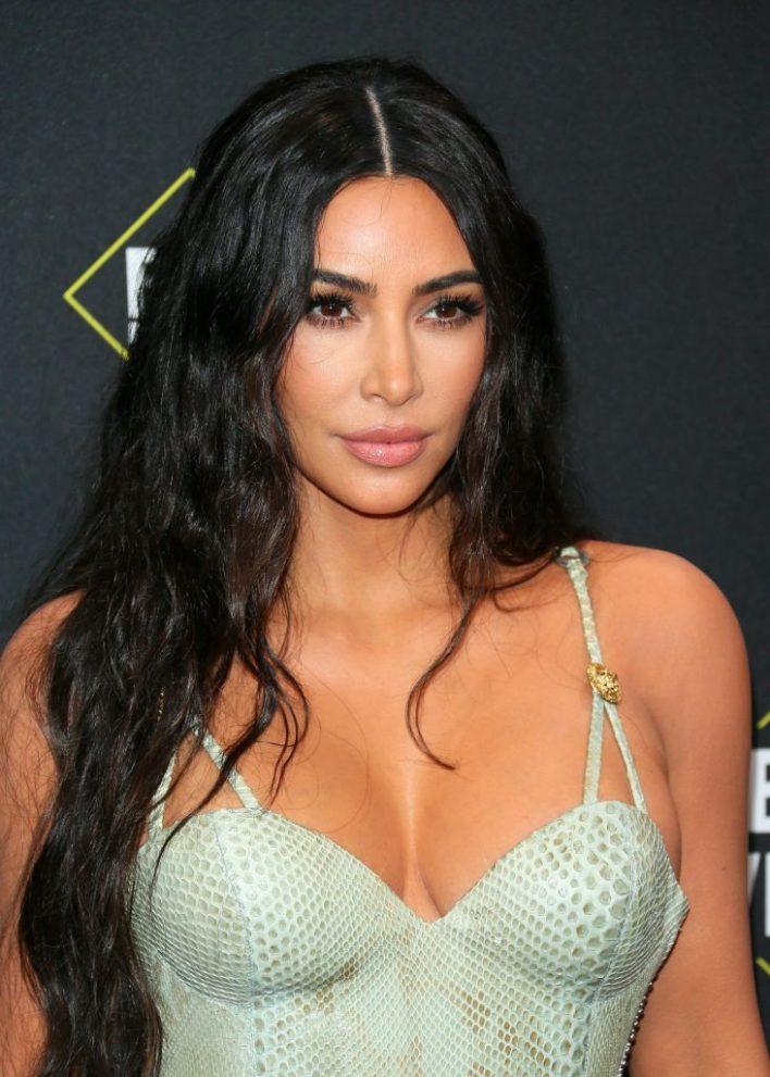45+ Glamorous Photos of Kim Kardashian 36