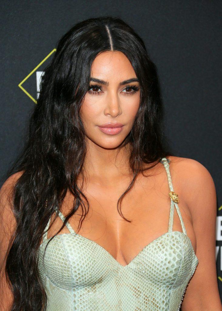 45+ Glamorous Photos of Kim Kardashian 120