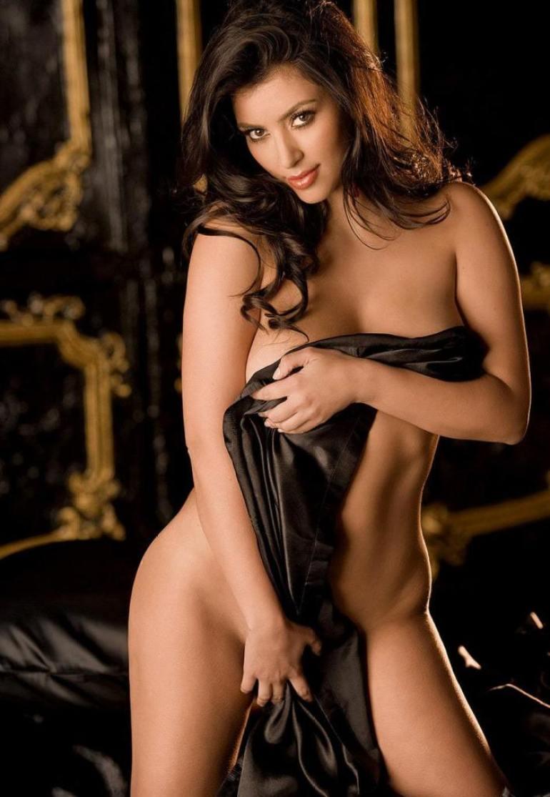 45+ Glamorous Photos of Kim Kardashian 45