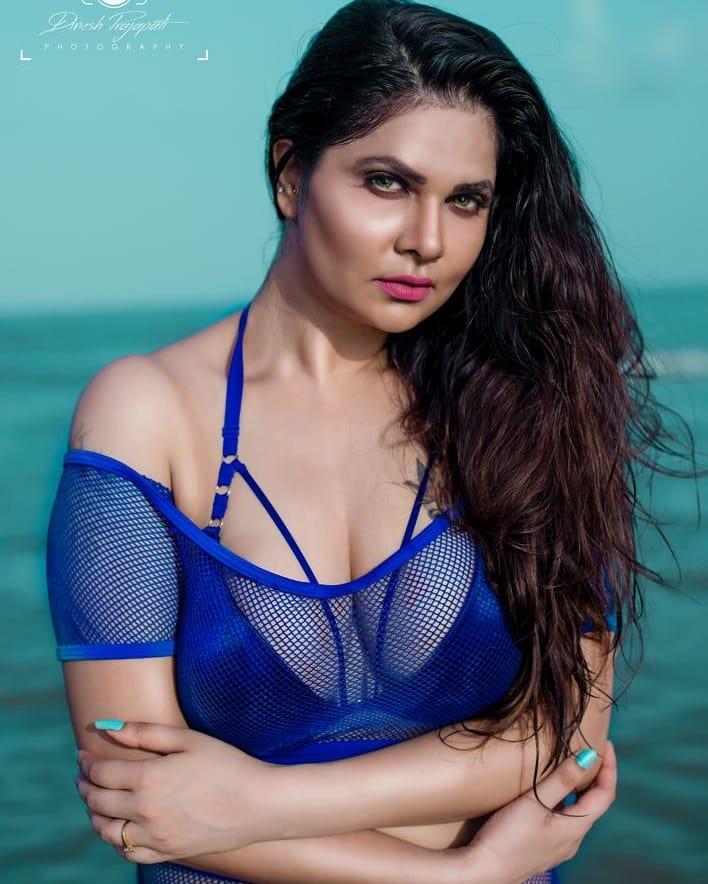 Aabha Paul Wiki, Biography and 57+ Glamorous Photos 8