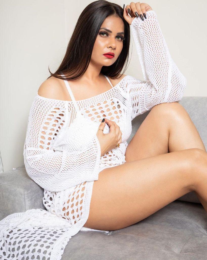 Aabha Paul Wiki, Biography and 57+ Glamorous Photos 17