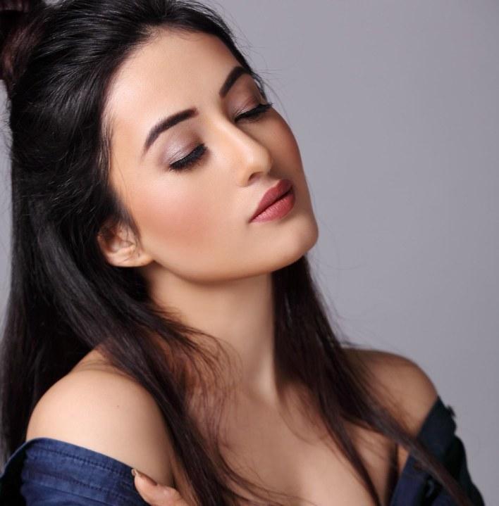 42+ Glamorous Photos of Aditi Budhathoki 27