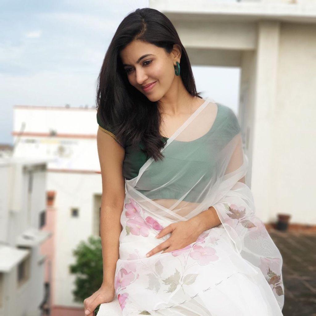 42+ Lovely Photos of Anju Kurian 104