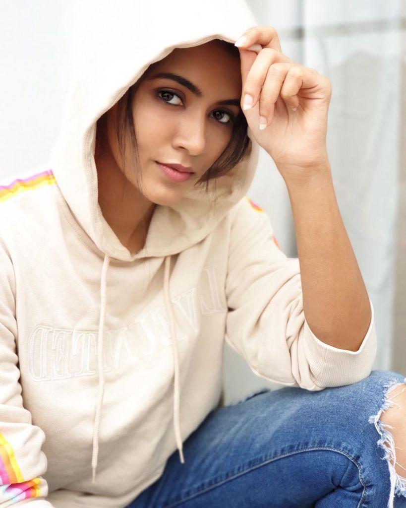 42+ Lovely Photos of Anju Kurian 7