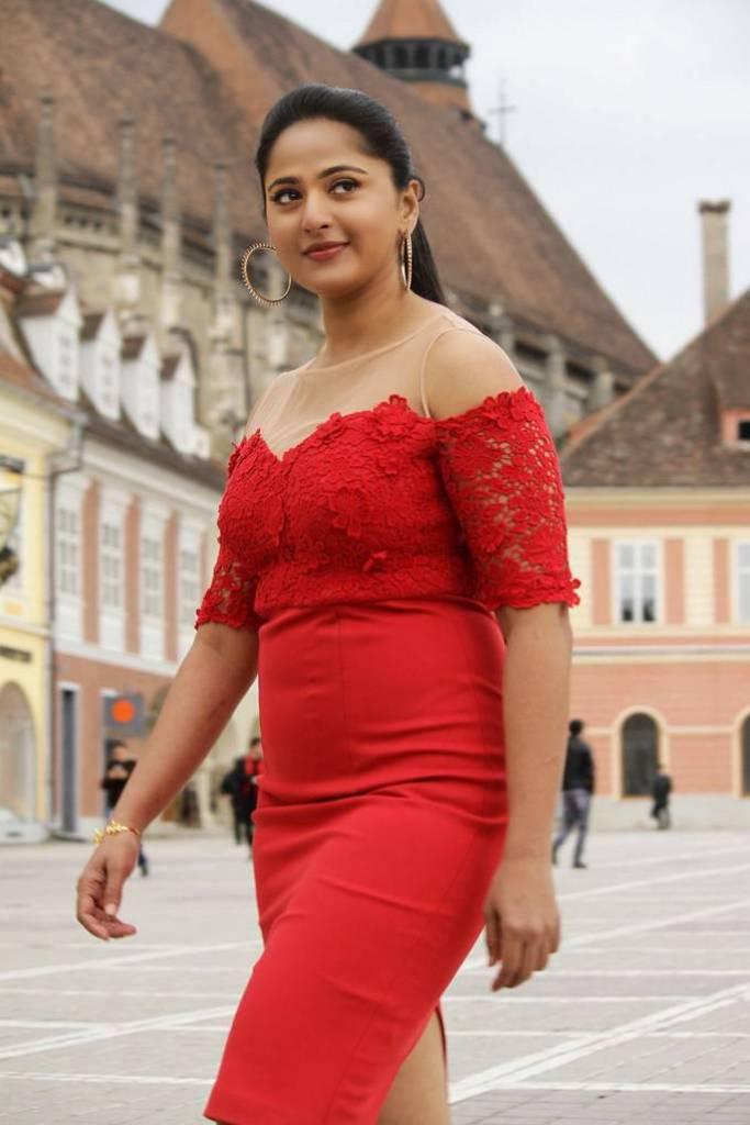 126+ Stunning HD Photos of Anushka Shetty 5