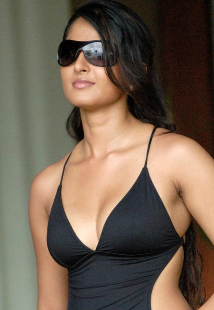 Anushka Shetty Wiki, Biography, Movies, and 126+ Stunning Photos 123