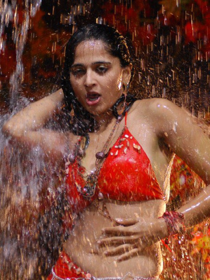 Anushka Shetty Wiki, Biography, Movies, and 126+ Stunning Photos 100