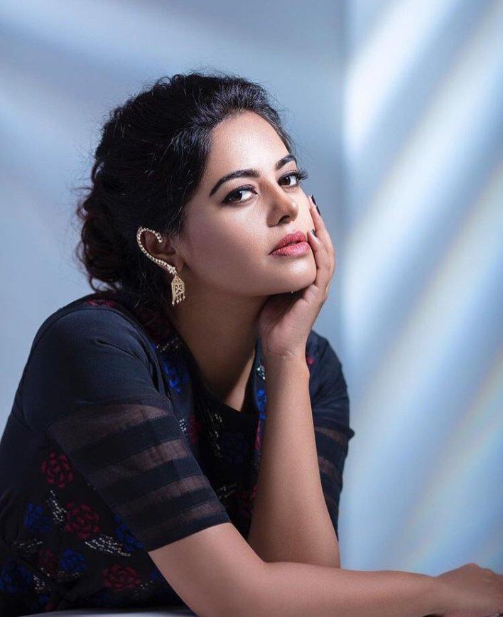 39+ Gorgeous Photos of Bindu Madhavi 19