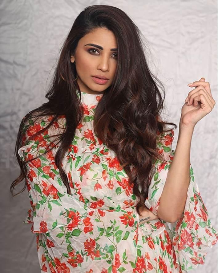 27+ Gorgeous Photos of Daisy Shah 10