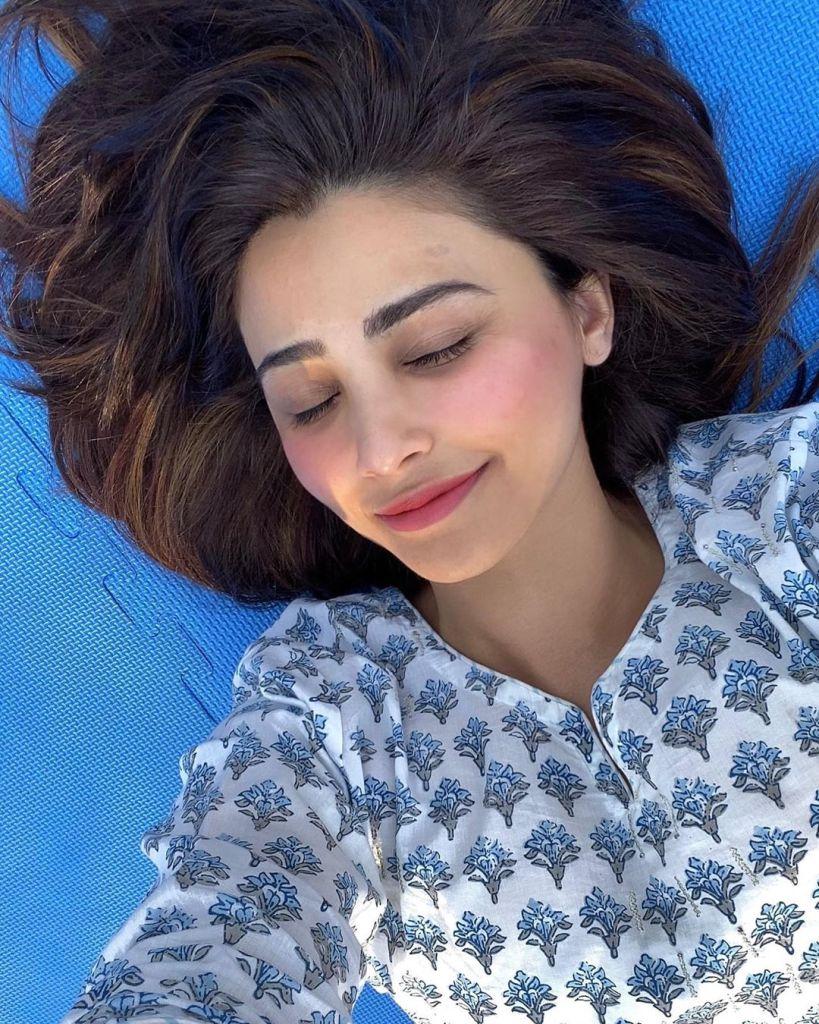 27+ Gorgeous Photos of Daisy Shah 102