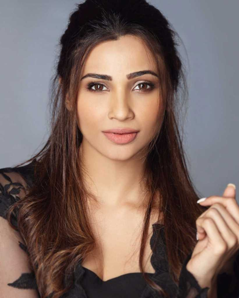 27+ Gorgeous Photos of Daisy Shah 8