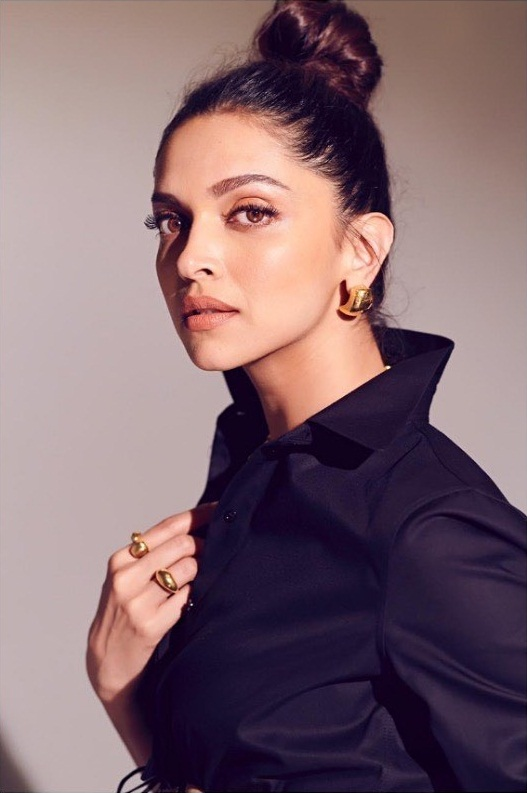 65+ Glamorous Photos of Deepika Padukone 14