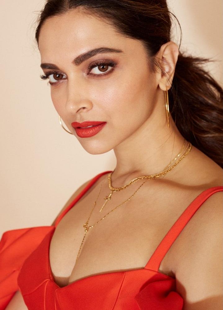 65+ Glamorous Photos of Deepika Padukone 64