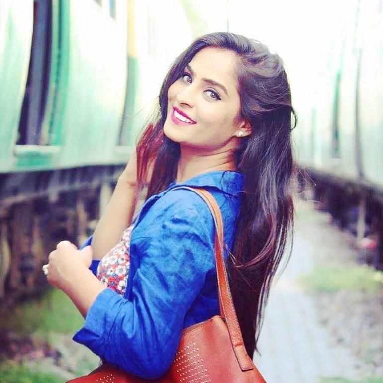 18+ Glamorous Photos of Diya Lamba 98