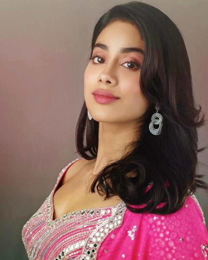 45+ Stunning Photos of Janhvi Kapoor 11