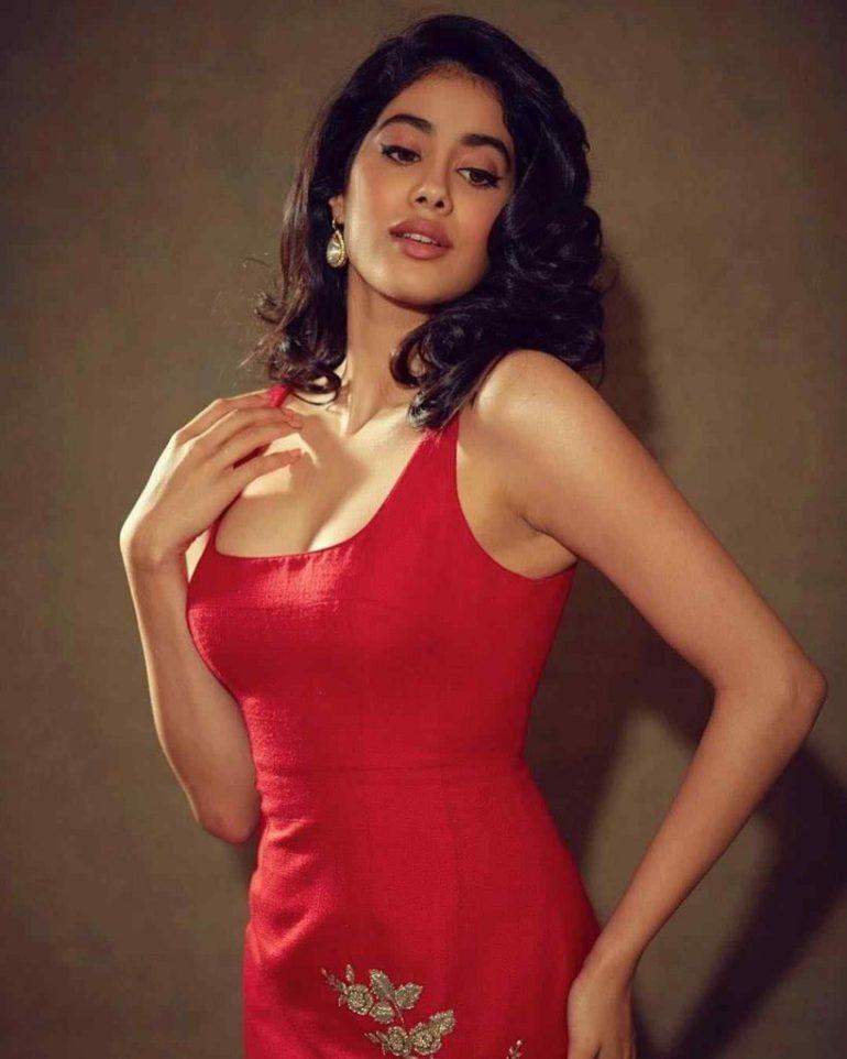 45+ Stunning Photos of Janhvi Kapoor 124
