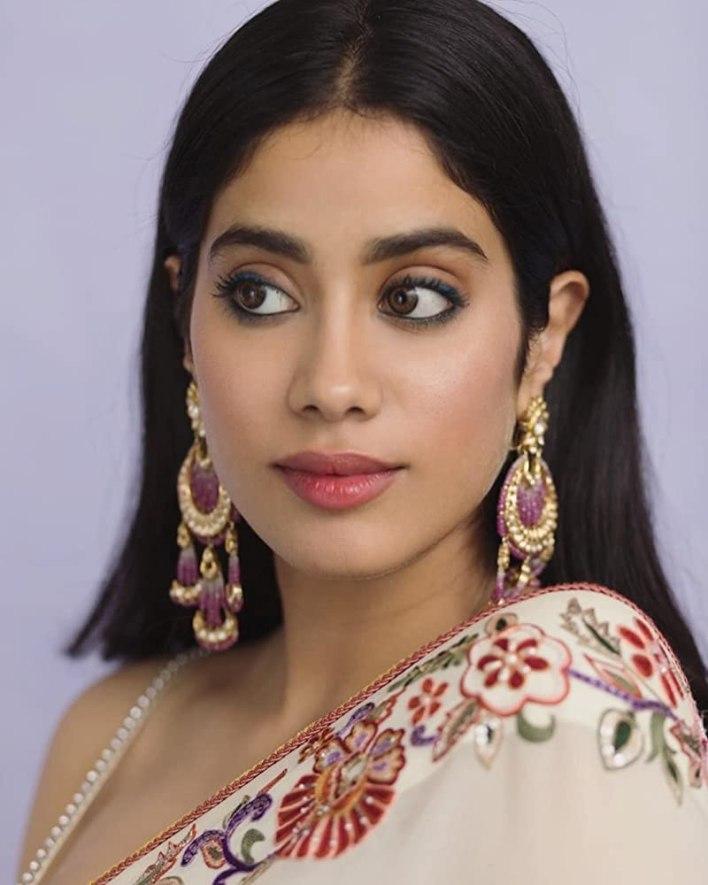 45+ Stunning Photos of Janhvi Kapoor 44