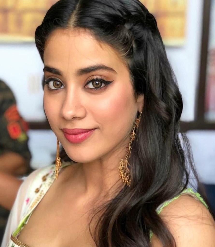 45+ Stunning Photos of Janhvi Kapoor 46