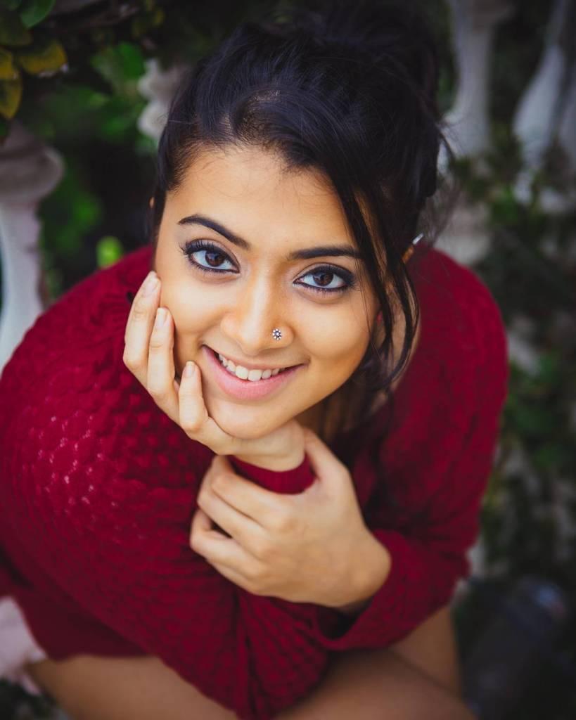 27+ Glamorous Photos of Madhuri Braganza 107