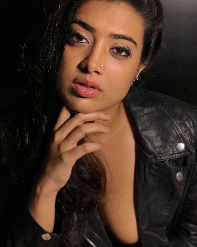 27+ Glamorous Photos of Madhuri Braganza 2
