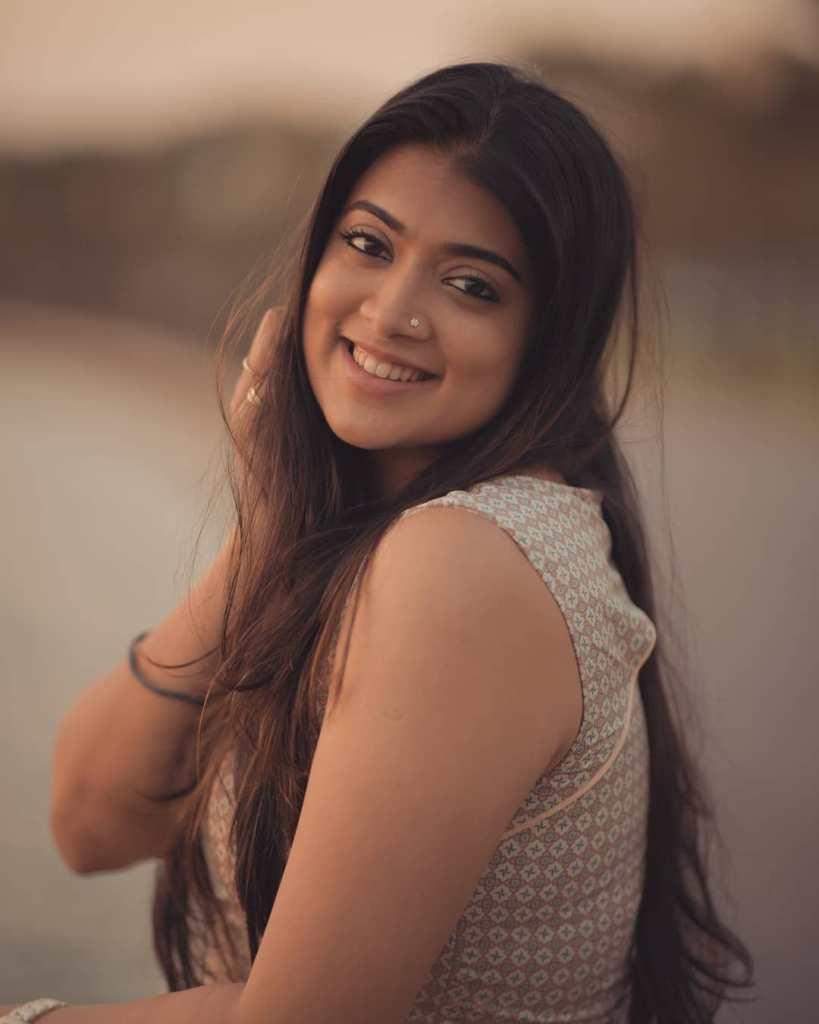 27+ Glamorous Photos of Madhuri Braganza 110