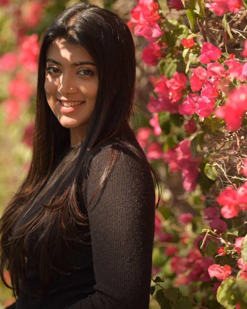 27+ Glamorous Photos of Madhuri Braganza 111