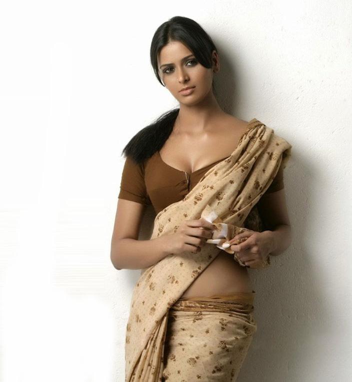 39+ Stunning Photos of Meenakshi Dixit 25