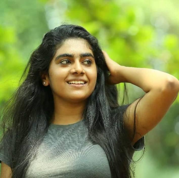 39+ Gorgeous Photos of Nimisha Sajayan 37
