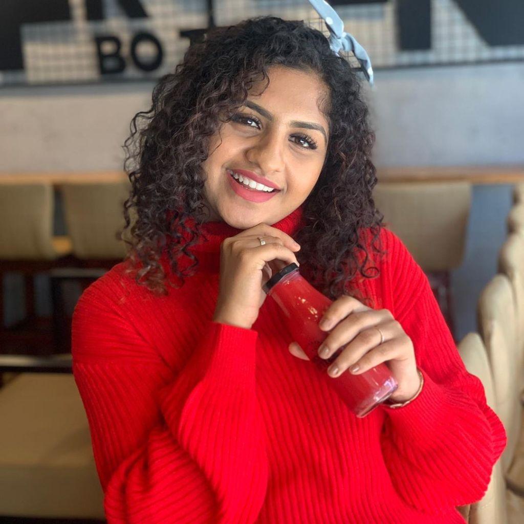 27+ Charming Photos of Noorin Shereef 2