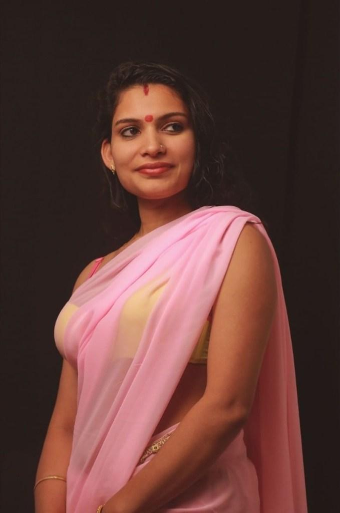 Resmi R Nair 42+ Glamorous Photos, Wiki, Age, and Biography 9