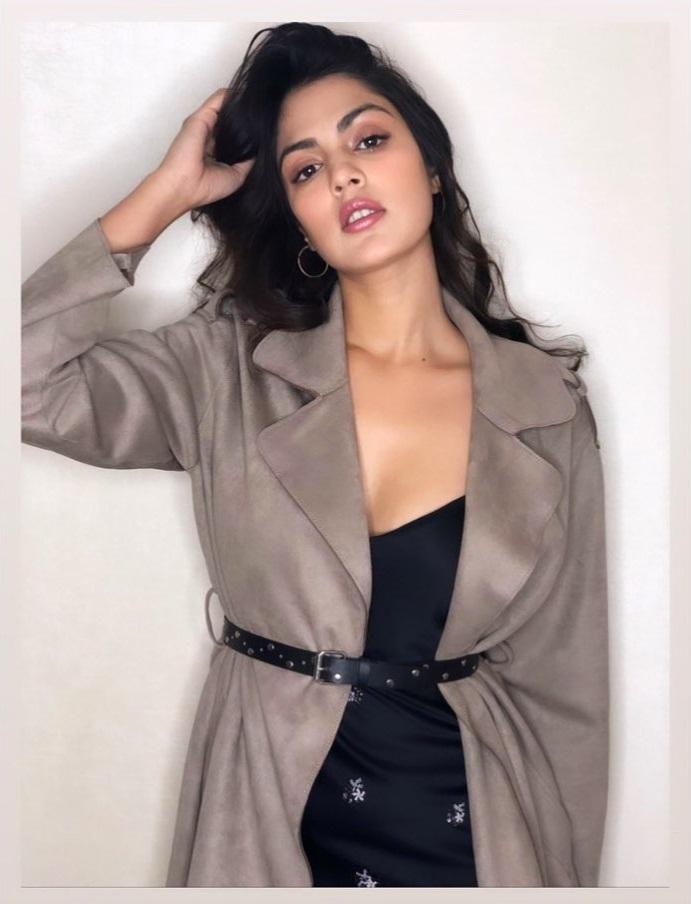 45+ Glamorous Photos of Rhea Chakraborty 24