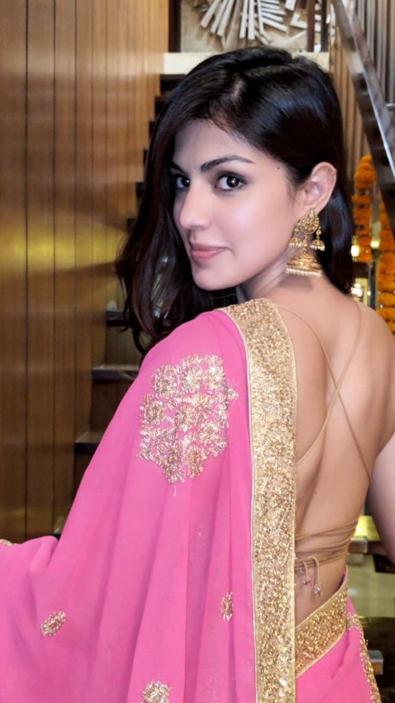 45+ Glamorous Photos of Rhea Chakraborty 41